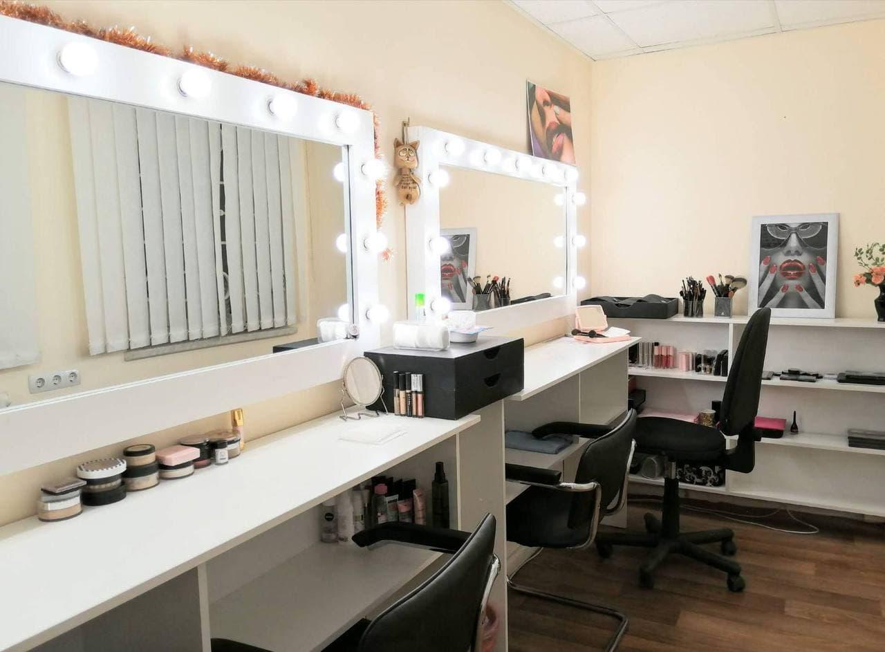 Интерьер школы макияжа Beauty School